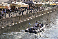 - Milano, pattuglia della Polizia Locale sul Naviglio Grande<br /> <br /> - Milan, patrol of Local Police on Naviglio Grande canal