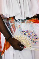 Europe/France/DOM/Antilles/Petites Antilles/Guadeloupe/Morne-à-l'eau : Pitt de Belair - Détail du costume de Maud Ursule lors de la Fête des Cuisinières- Détail éventail