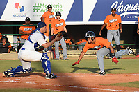 MONTERIA - COLOMBIA, 10-11-2019: Gigantes de Barranquilla y Vaqueros de Montería en el juego 3 de la serie 1 de la Liga Profesional de Béisbol Colombiano temporada 2019-2020 jugado en el estadio estadio Dieciocho de Junio de la ciudad de Montería. Victoria para Vaqueros por marcador de 6-10. / Gigantes de Barranquilla y Vaqueros de Monteria in match 3 series 1 as part Colombian Baseball Professional League season 2019-2020 played at Baseball Stadium on June 18 in Monteria city. Victory to Vaqueros by score of 6-10, Photo: VizzorImage / Andres Felipe Lopez / Cont