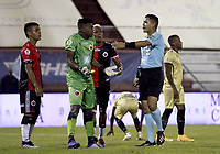 RIONEGRO - COLOMBIA, 06-11-2020: Luis Matorel, arbitro, señala una falta durante el partido por la fecha 18 entre Rionegro Águilas y Cúcuta Deportivo de la Liga BetPlay DIMAYOR I 2020 jugado en el estadio Alberto Grisales de la ciudad del Rionegro. / Luis Matorel, referee, signs a foul during the match for the date 18 between Rionegro Aguilas and Cucuta Deportivo of the BetPlay DIMAYOR League I 2020 played at Alberto Grisales stadium in Rionegro city. Photo: VizzorImage / Juan Augusto Cardona / Cont
