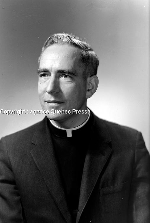 Pere Maurice Couture au Campus du Seminaire de Saint-Augustin-de-Desmaures<br /> le 28 mars 1967.<br /> <br /> Plus tard il fut eveque de la ville de Quebec<br /> <br /> Photographe : Lefaivre & Desroches<br /> <br /> - Agence Quebec Presse