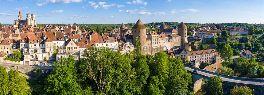 France, Cote d'Or, Semur en Auxois, medieval town with the fortified castle and the Pont Joly (aerial view) // France, Côte-d'Or (21), Semur-en-Auxois, cité médiévale avec le château fort et le pont Joly sur l'Armançon (vue aérienne)
