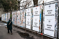 Milano, periferia nord. Elezioni politiche 2018. Spazio vuoto o non assegnato per i manifesti elettorali --- Milan, north periphery. Political elections 2018. Empty or not assigned spaces for campaign posters