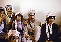 Irak 1991  Nechirvan Barzani reçu chez une famille à Dohok  <br /> Iraq 1991  Nechirvan Barzani visiting a family in Duhok
