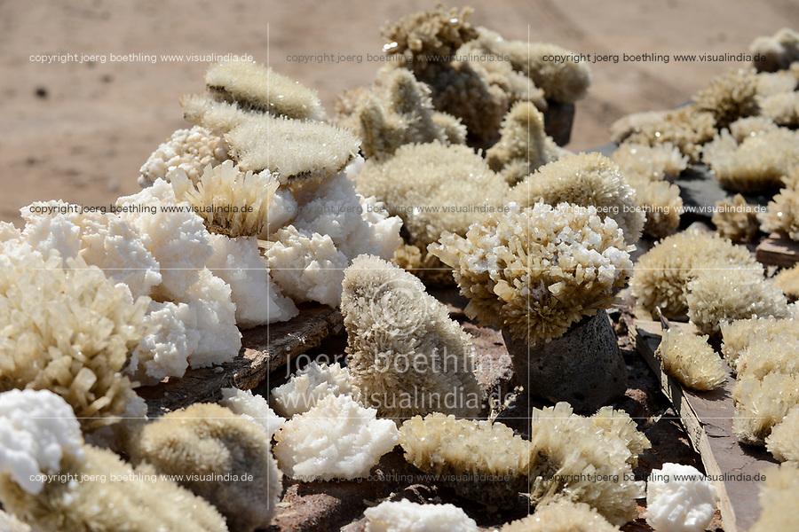DJIBOUTI salt lake Lac Assal, selling salt crystal and minerals for tourists / DSCHIBUTI, Salzsee Lac Assal