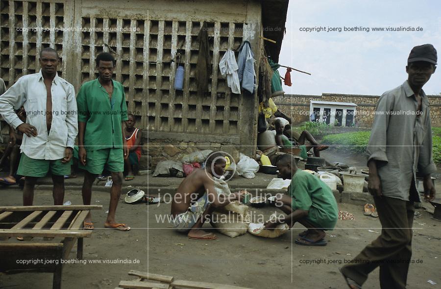 BURUNDI Bujumbura, notorious prison Mpimba where Tutsi, Hutu, women, men, criminals, murders, political prisoner are imprisoned mixed together, many are sentenced innocent to death / BURUNDI Bujumbura, beruechtigtes Gefaengnis Mpimba wo Hutu, Tutsi, Maenner, Frauen Moerder, Kriminelle und politische Haeftlinge zusammen menschenunwuerdig inhaftiert sind, viele sind unschuldig zum Tode verurteilt