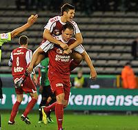 Cercle Brugge KSV - KV Kortrijk : vreugde bij Dalibor Veselinovic na zijn doelpunt . Rami Gershon op de rug van de doelpuntenmaker.foto VDB / BART VANDENBROUCKE