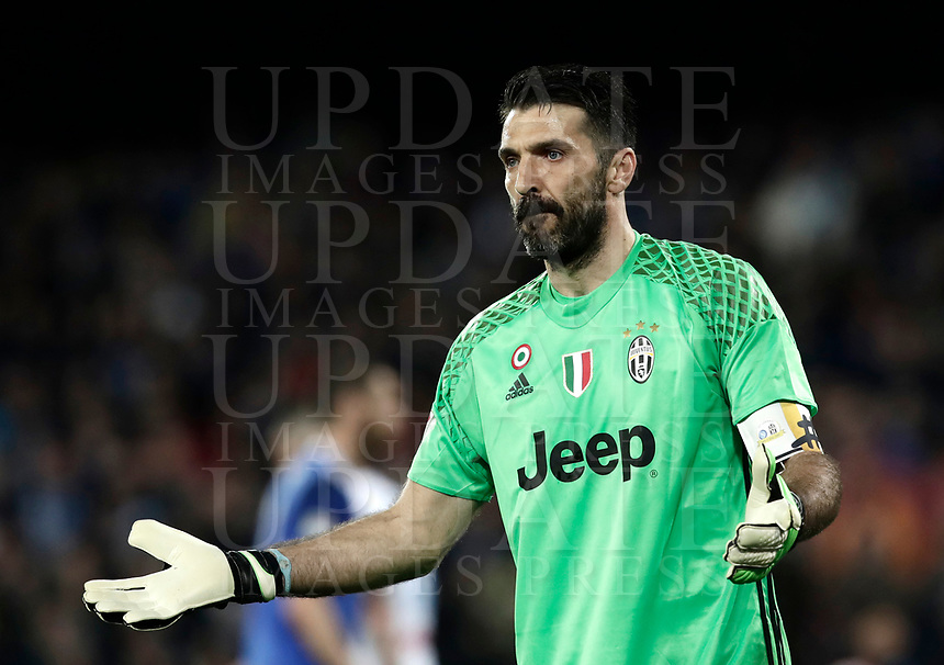 Calcio, Serie A: Napoli, stadio San Paolo, 2 aprile, 2017.<br /> Juventus goalkeeper Gianluigi Buffon reacts during the Italian Serie A football match between Napoli and Juventus at San Paolo stadium, April 2, 2017<br /> UPDATE IMAGES PRESS/Isabella Bonotto