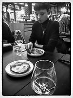 Europe/France/ Basse Normandie/ 14/Calvados/ Honfleur:  Soirée Anniversaire de Vénus au Restaurant Saquana-Pascade à l'Huile de  Truffe Noire  et champagne AOP - Recette d' Alexandre Bourdas // Europe / France / Lower Normandy / 14 / Calvados / Honfleur: Venus Birthday Party at Restaurant Saquana-Pascade with Black Truffle Oil and PDO Champagne - Recipe by Alexandre Bourdas
