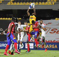 PASTO - COLOMBIA,18-11-2020:Deportivo Pasto y  Independiente Medellín  en partido por la fecha 15 de la Liga BetPlay DIMAYOR I 2020 jugado en el estadio Estadio La Libertad de la ciudad de Pasto. / Deportivo Pasto and Independiente Medellín in match for the date 15 BetPlay DIMAYOR League I 2020 played at La Libertad stadium in Pasto city. Photo: VizzorImage / Leonardo Castro / Cont