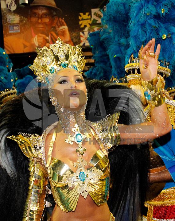 RIO DE JANEIRO, RJ, 07 DE MARÇO DE 2011 - CARNAVAL RJ - VILA ISABEL- Sabrina Satto da Vila Isabel, no primeiro dia de Desfile das Escolas de Samba do Grupo Especial do Rio de Janeiro, na Marquês de Sapucaí (Sambódromo), no centro da cidade, na madrugada desta segunda-feira (7). (FOTO: VANESSA CARVALHO / NEWS FREE).