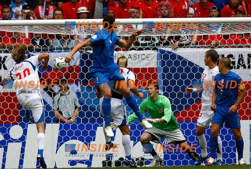 HAmburg 22/6/2006 World Cup 2006.Repubblica Ceca Italia 0-2 0-2.Photo Andrea Staccioli Insidefoto.MArco Materazzi scores for ITaly.MArco Materazzi porta in vantaggio l'Italia