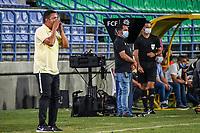 MONTERIA - COLOMBIA, 1-08-2021: César Torres, técnico de Jaguares gesticula durante el partido por la fecha 3 Liga BetPlay DIMAYOR II 2021 entre Jaguares de Córdoba F.C. y Atlético Huila jugado en el estadio Jaraguay de la ciudad de Montería. / César Torres coach of Jaguares gestures during match for the date 3 BetPlay DIMAYOR League II 2021 between Jaguares de Cordoba F.C. and Atlético Huila played at Jaraguay stadium in Monteria city. Photo: VizzorImage / Andres Felipe Lopez / Cont