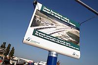 - advertising for TAV line (Trains High Speed) in a service area of A1 freeway ....- pubblicità  per la linea TAV (Treni Alta Velocità) in un area di servizio dell'autostrada A 1