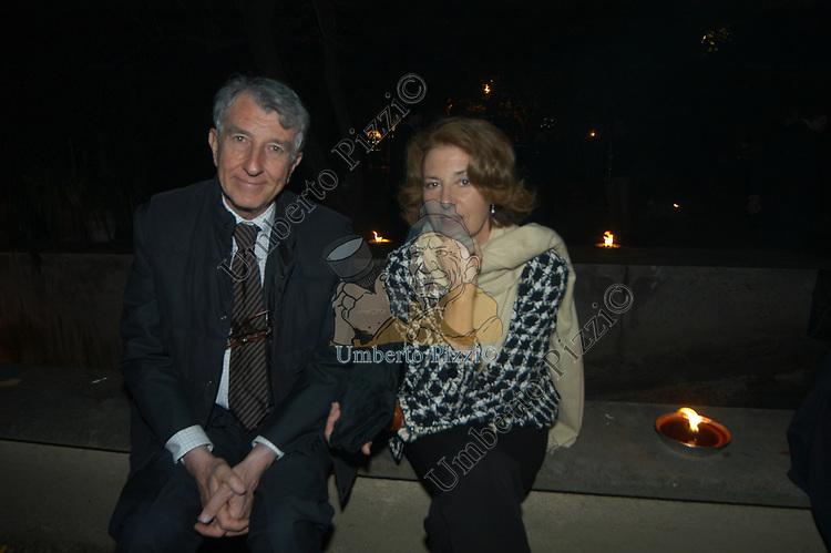 CORRADO AUGIAS CON LA MOGLIE DANIELA PASTI<br /> VILLA SOSPISIO ROMA 2004