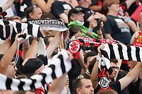 Fans von Eintracht Frankfurt feiern ihre Rückkehr ins Stadion - Frankfurt 21.08.2021: Eintracht Frankfurt vs. FC Augsburg, Deutsche Bank Park, 2. Spieltag Bundesliga