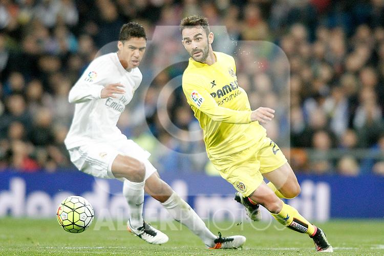 Real Madrid's Raphael Varane (l) and Villareal's Adrian Lopez during La Liga match. April 20,2016. (ALTERPHOTOS/Acero)