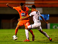 ENVIGADO - COLOMBIA, 02-12-2020: Francisco Baez de Envigado F. C. y Jaime Giraldo de Deportivo Independiente Medellin, disputan el balon durante partido entre Envigado F. C. y Deportivo Independiente Medellin de la fecha 2 por la Liguilla BetPlay DIMAYOR 2020, en el estadio Polideportivo Sur de la ciudad de Envigado. / Francisco Baez of Envigado F. C., fights for the ball with Jaime Giraldo of Deportivo Independiente Medellin, during a match between Envigado F. C. and Deportivo Independiente Medellin of the 2nd date for the BetPlay DIMAYOR 2020 Liguilla at the Polideportivo Sur stadium in Envigado city. Photo: VizzorImage / Luis Benavides / Cont.