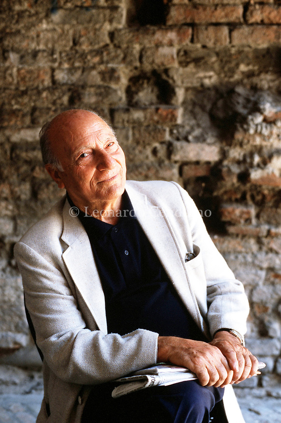 Raffaele La Capria (born 8 October 1922) is an Italian novelist and screenwriter, known especially for the three novels which were collected. Mantua 13 settembre 2000. © Leonardo Cendamo