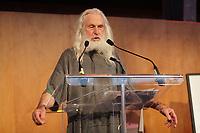 La Fondation Jacques-Bouchard lance sa 5e campagne de financement -  Armand Vaillancourt,artiste peintre-sculpteur, realise, en direct, une œuvre sur le theme de la soiree, le 18 septembre 2012<br /> <br /> photo  ;  agence quebec presse - pierre roussel