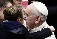 Papa Francesco saluta una bambina al termine dell'Udienza Generale del mercoledi' in aula Paolo VI in Vaticano, 10 gennaio 2018.<br /> Pope Frances greets a child at the end of his weekly general audience in Paul VI Hall at the Vatican, on January 10, 2018.<br /> UPDATE IMAGES PRESS/Isabella Bonotto<br /> <br /> STRICTLY ONLY FOR EDITORIAL USE