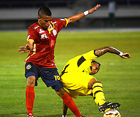 BARRANQUILLA  -COLOMBIA, 2-FEBRERO-2015. James Sanchez jugador de Uniautonoma disputa el balon  contra Arley Rodriguez de Alianza Petrolera durante partido por la fecha 1 de la Liga çguila I 2015 jugado en el estadio Metropolitano  de la ciudad de Barranquilla./ James Sanchez player of Uniautonoma fights the ball against  Arley Rodriguez of Alianza Petrolera during the match for the first date of the Aguila League I 2015 played at Metropolitano  stadium in Barranquilla city<br />  . Photo / VizzorImage / Alfonso Cervantes / Stringer