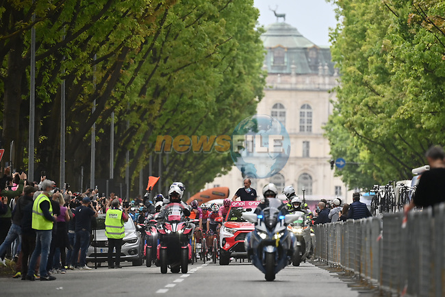 The neutral start of Stage 2 of the 2021 Giro d'Italia, running 179km from Stupinigi (Nichelino) to Novara, Italy. 9th May 2021.  <br /> Picture: LaPresse/Massimo Paolone | Cyclefile<br /> <br /> All photos usage must carry mandatory copyright credit (© Cyclefile | LaPresse/Massimo Paolone)