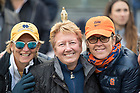 November 17, Notre Dame and Syracuse fans enjoy the Shamrock Series football game against at Yankee Stadium, New York. (Photo by Barbara Johnston/University of Notre Dame)