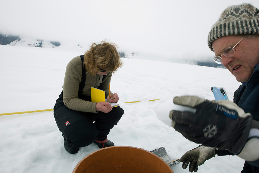 Finnur and his colleagues drill around 60 snow-cores with a specialized fiber core drill, which extends through accumulated winter snow. The weeklong expedition gave opportunity to finish the final 8 cores of this year?s winter balance work.