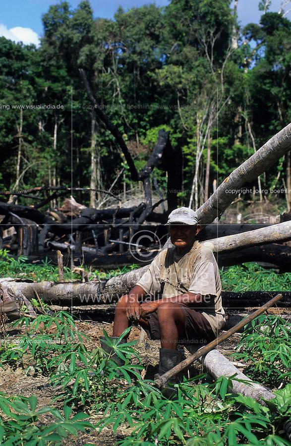 BRAZIL, Amazon, burned rainforest, Madiha or Kulina indios in village Sossego at river Bau a branch of river Jurua / BRASILIEN, Amazonas, abgeholzter Regenwald, Indianer vom Stamm der Madiha auch Kulina im Indianerdorf Sossego am Fluss Bau ein Nebenfluss des Jurua