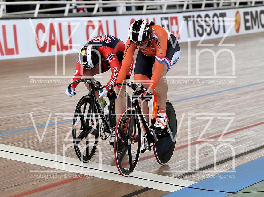 CALI – COLOMBIA – 17-01-2015: Melissa Erickson de Estados Unidos (Izq.) y Elis Ligtlee de Holanda (Der.) en la prueba de Velocidad Damas en el Velodromo Alcides Nieto Patiño, sede de la III Copa Mundo UCI de Pista de Cali 2014-2015  / Melissa Erickson of United States (L) and Elis Ligtlee of Nederland (R) in the Women´s Sprint Race at the Alcides Nieto Patiño Velodrome, home of the III Cali Track World Cup 2014-2015 UCI. Photos: VizzorImage / Luis Ramirez / Staff.