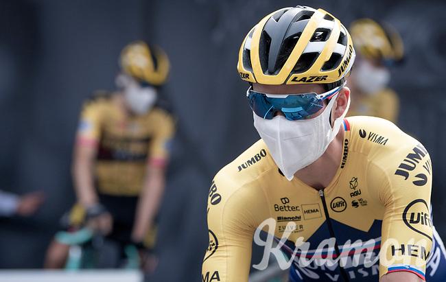 Would you recognize Primoz Roglic (SVK/Jumbo-Visma) here at the race start in Clermont-Ferrand?<br /> <br /> Stage 1: Clermont-Ferrand to Saint-Christo-en-Jarez (218km)<br /> 72st Critérium du Dauphiné 2020 (2.UWT)<br /> <br /> ©kramon