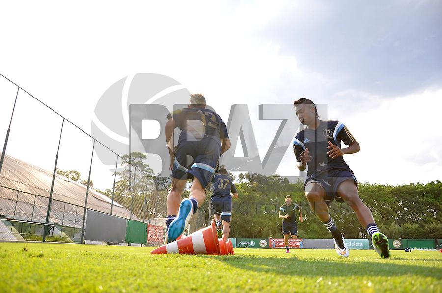 SÃO PAULO.SP. 19.01.2015 - PALMEIAS TREINO - Jogadores do Palmeiras durante o treino na Academia de Futebol zona oeste na tarde desta segunda feira 19. ( Foto: Bruno Ulivieri / Brazil Photo Press )