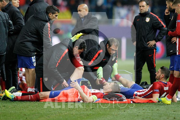 Atletico de Madrid's Gabi Fernandez (l) and Koke Resurrecccion before extra time during UEFA Champions League match. March 15,2016. (ALTERPHOTOS/Acero)