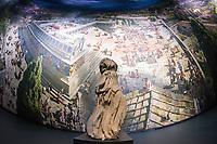 """Das Ausstellungsprojekt der Antikensammlung – Staatliche Museen zu Berlin """"PERGAMON. Meisterwerke der antiken Metropole und 360°-Panorama von Yadegar Asisi"""" wurde am Freitag den 16. November 2018 in Berlin vorgestellt.<br /> Im Bild: Vor dem Panorama steht ein Stueck der Athena vom Dach des Pergamonaltar.<br /> 16.11.2018, Berlin<br /> Copyright: Christian-Ditsch.de<br /> [Inhaltsveraendernde Manipulation des Fotos nur nach ausdruecklicher Genehmigung des Fotografen. Vereinbarungen ueber Abtretung von Persoenlichkeitsrechten/Model Release der abgebildeten Person/Personen liegen nicht vor. NO MODEL RELEASE! Nur fuer Redaktionelle Zwecke. Don't publish without copyright Christian-Ditsch.de, Veroeffentlichung nur mit Fotografennennung, sowie gegen Honorar, MwSt. und Beleg. Konto: I N G - D i B a, IBAN DE58500105175400192269, BIC INGDDEFFXXX, Kontakt: post@christian-ditsch.de<br /> Bei der Bearbeitung der Dateiinformationen darf die Urheberkennzeichnung in den EXIF- und  IPTC-Daten nicht entfernt werden, diese sind in digitalen Medien nach §95c UrhG rechtlich geschuetzt. Der Urhebervermerk wird gemaess §13 UrhG verlangt.]"""