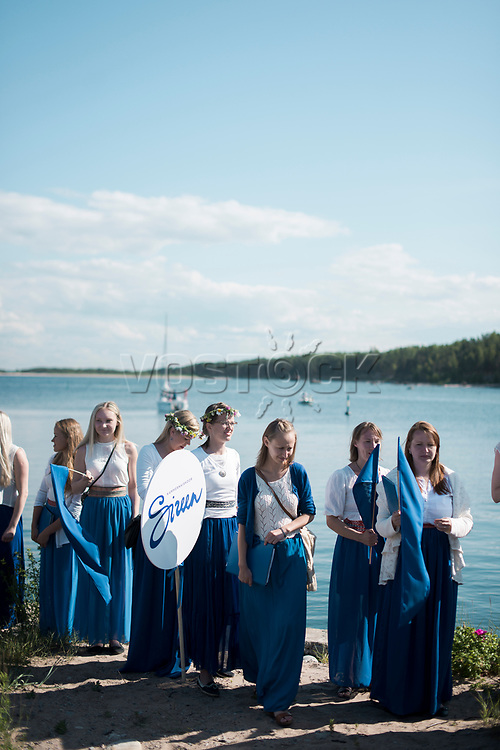 Estland, Insel Naissaar, Choere (hier Chor Sireen) und Zuhoerer,  Nargen Chor-Festival <br /> <br /> Engl.: Europe, the Baltic, Estonia, Naissaar island, first Naissaar Song Celebration, song festival, culture, choirs, visitors, 28 June 2014<br /> <br /> || Das Event dient fuer viele als Einstimmung auf das grosse Saengerfest in Tallinn.