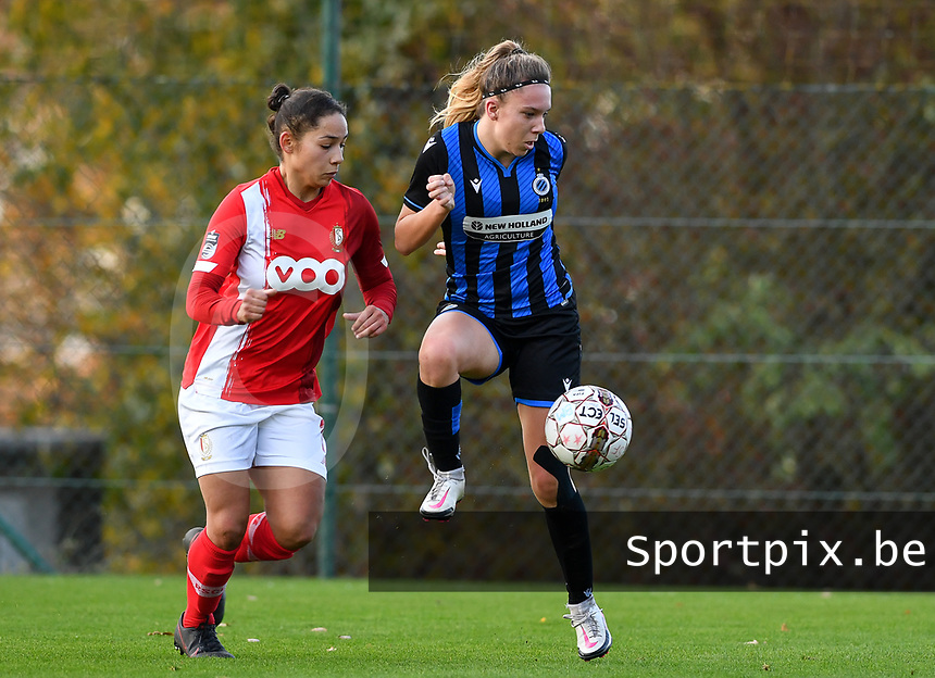 Talitha De Groote (20 Brugge) pictured in a duel with Standard's Lola Wajnblum during a female soccer game between Standard Femina de Liege and Club Brugge YLA on the seventh matchday of the 2020 - 2021 season of Belgian Scooore Womens Super League , saturday 14 th of November 2020  in Angleur , Belgium . PHOTO SPORTPIX.BE | SPP | DAVID CATRY