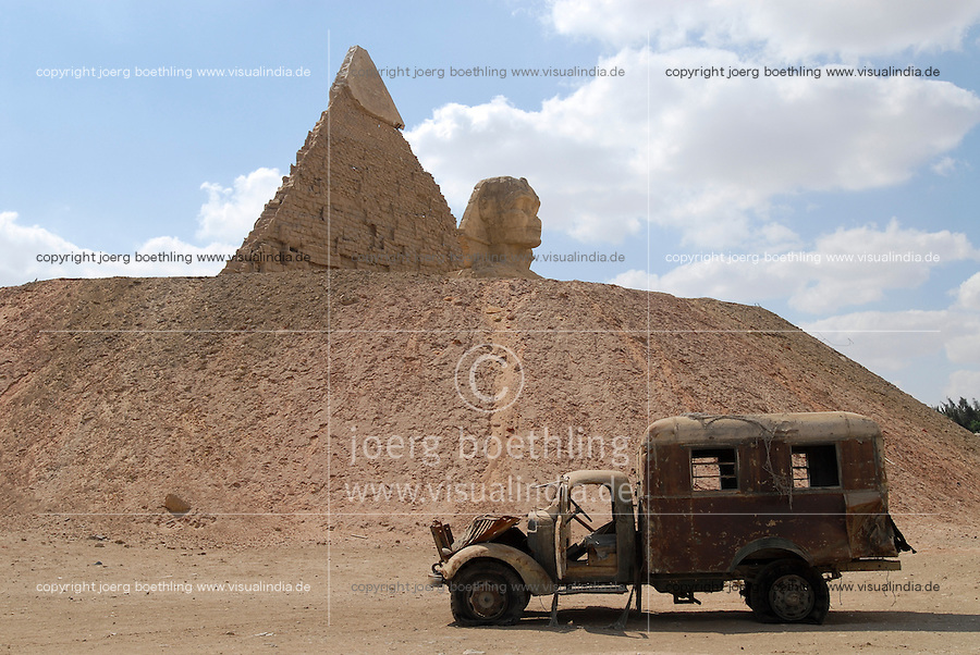 EGYPT, Cairo, EMPC egyptian media production city with imitations of pyramid and Sphinx of Giza Gizeh for film shootings / AEGYPTEN, Kairo, EMPC aegyptische Medienproduktion Stadt in der Wueste, Nachbau der Pyramiden und Sphinx von Giza Gizeh für Filmproduktionen
