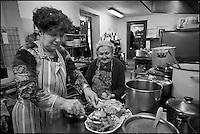 Europe/Europe/France/Midi-Pyrénées/46/Lot/Bach:  Auberge Lou Bourdié, Monique Valette en cuisine est secondée par sa tante [Non destiné à un usage publicitaire - Not intended for an advertising use]