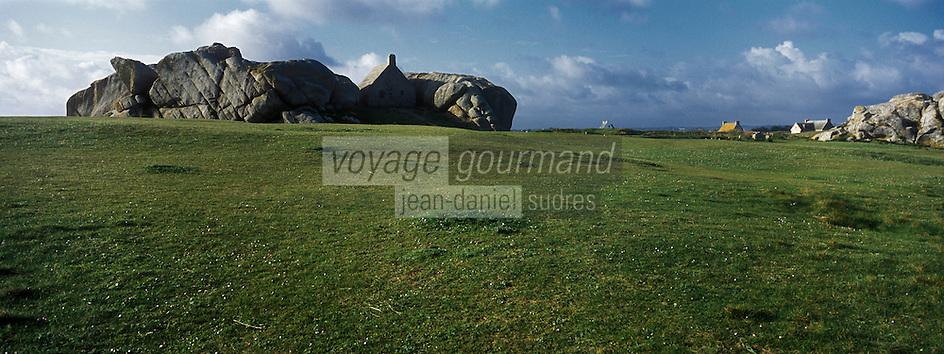 Europe/France/Bretagne/29/Finistère/  Kerlouan:Habitat, vieille maison de garde et Côte rocheuse à Ménéham