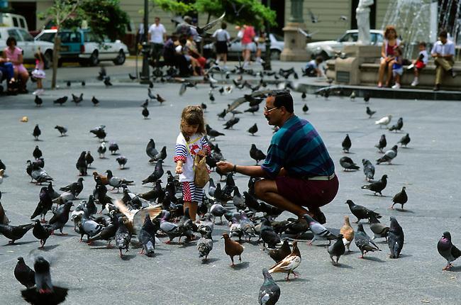 PUERTO RICO, OLD SAN JUAN, PLAZA DE ARMAS, PEOPLE FEEDING PIGEONS