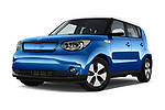 Stock pictures of low aggressive front three quarter view of 2018 KIA Soul EV Base 5 Door Hatchback