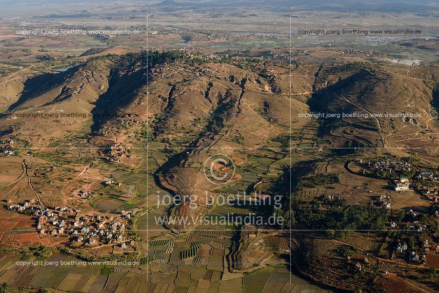 MADAGASCAR, flight to Antananarivo, village and paddy fields in mountains / MADAGASKAR, Anflug Antananarivo , Luftbild Reisfelder im Hochland