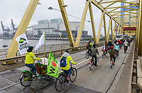 GERMANY, Hamburg , protest demo by bicycle at coal power station Moorburg to protest against coal burning and hard coal imports / DEUTSCHLAND, Hamburg, Fahrrad Demo am Kohlekrafttwerk Moorburg gegen Kohlekraft, Kattwyk Bruecke