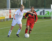 UEFA Women's Under 17 Championship - Second Qualifying round - group 1 : Belgium - England : .Leah Cathrine Williamson aan de bal voor Lola Wajnblum.foto DAVID CATRY / Vrouwenteam.be