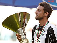 Calcio, Serie A: Juventus vs Crotone. Torino, Juventus Stadium, 21 maggio 2017.<br /> Juventus' Claudio Marchisio holds the trophy during the celebrations for the victory of the sixth consecutive Scudetto at the end of the Italian Serie A football match between Juventus and Crotone at Turin's Juventus Stadium, 21 May 2017. Juventus defeated Crotone 3-0.<br /> UPDATE IMAGES PRESS/Isabella Bonotto