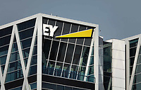 Nederland Amsterdam - 2019. Accountancybureau EY ( Ernst & Young ), aan de Zuidas. EY is een internationaal opererend dienstverlenend bedrijf actief op het gebied van accountancy, belastingadvies en bedrijfsadvies. Foto Berlinda van Dam / Hollandse Hoogte