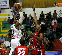 MANIZALES-COLOMBIA. 01-04-2013. Jermain Abraham del Once Caldas  de Halcones de Cúcuta durante partido de la fecha 21 de la Liga Direct TV de baloncesto Profesional de Colombia 2013./  Jermain Abraham of Once Caldas of Halcones de Cucuta during the game of the date 21 of Colombian Professional basketball League DirecTV 2013. Photo: VizzorImage/JJ Bonilla/STR