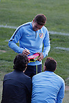 Atletico's Gabi signs an autograph during a training session the day before quarterfinal first leg Champions League soccer match against Real Madrid at Vicente Calderon stadium in Madrid, Spain. April 13, 2015. (ALTERPHOTOS/Victor Blanco)