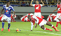BOGOTA -COLOMBIA- 15 -09-2013.Juan Caicedo (Der) del Independiente Santa Fe disputa el balón contra Alex Díaz (Izq), acción de juego correspondiente al partido  de Los  Millonarios contra el  Independiente  Santa Fe , partido de la novena fecha de La Liga Postobon segundo semestre jugado en el estadio Nemesio Camacho El Campín / Juan Caicedo (Der) of the Independent Santa Fe disputes the ball against Alex Díaz (Left), action of game corresponding to the party of The Millionaires against the Independent Santa Fe, party corresponding to the ninth date of The League Postobon the second semester played in the stadium Nemesio Camacho The Campín .Photo: VizzorImage / Felipe Caicedo / Staff